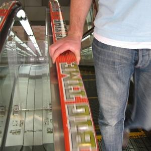 publicidad en escaleras mecánicas